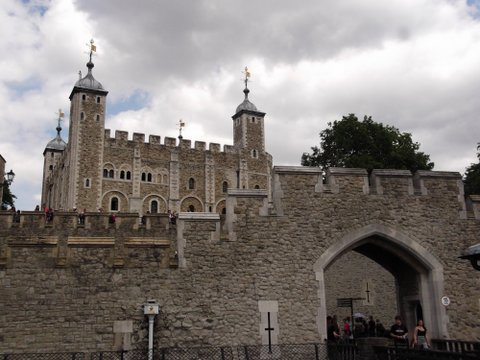 THE TOWER OF LONDON AND HAMPTON COURT PALACE